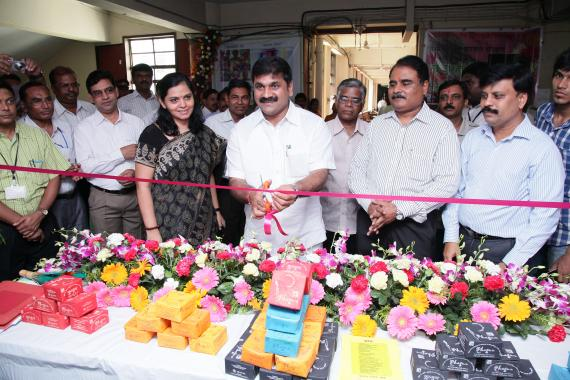 Hon.shri Sachin Ahir,State Environment Minister, Govt.of Mah. inaugurated the sales stall show causing Eco-friendly Natural colors at Mantralaya, Mumbai.